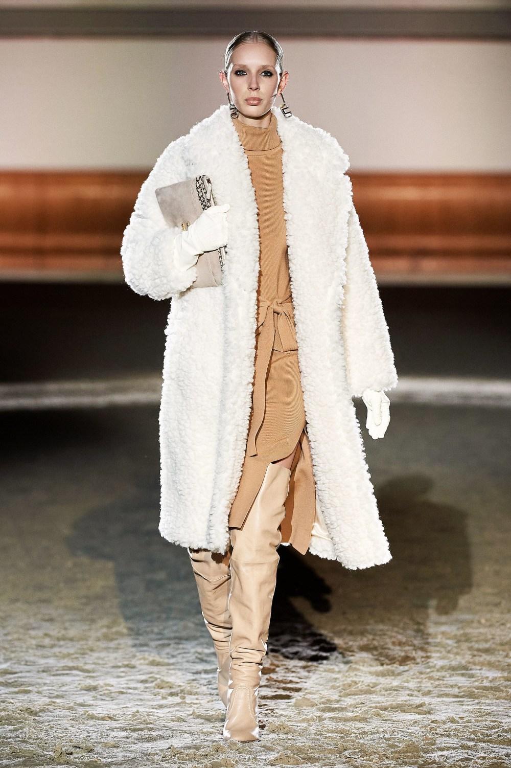 Elisabetta Franchi: Elisabetta Franchi Fall Winter 2021-22 Fashion Show Photo #4