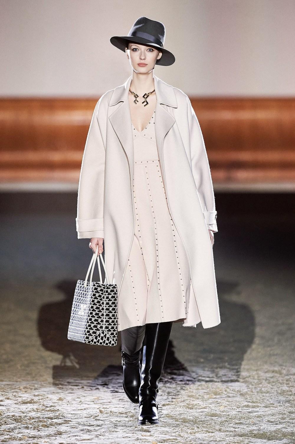 Elisabetta Franchi: Elisabetta Franchi Fall Winter 2021-22 Fashion Show Photo #33