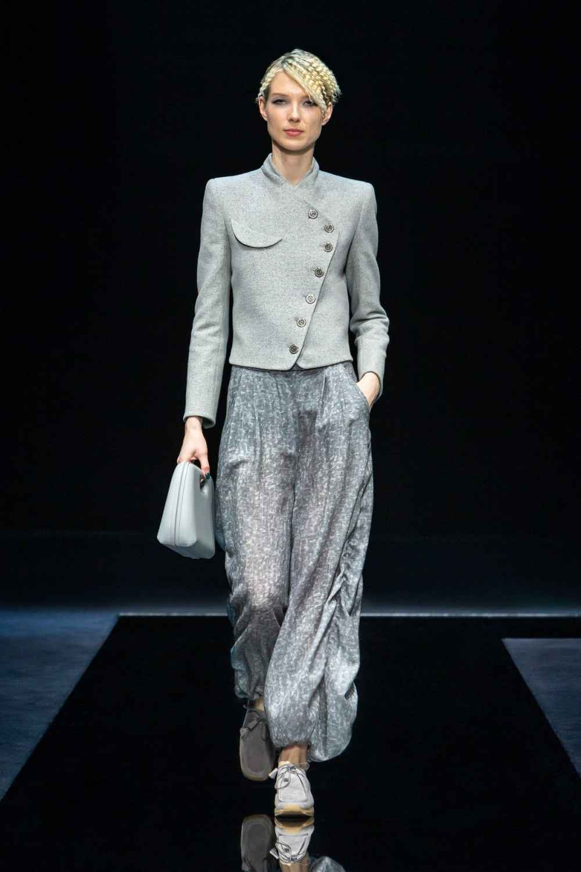 Armani: Giorgio Armani Fall Winter 2021-22 Fashion Show Photo #31