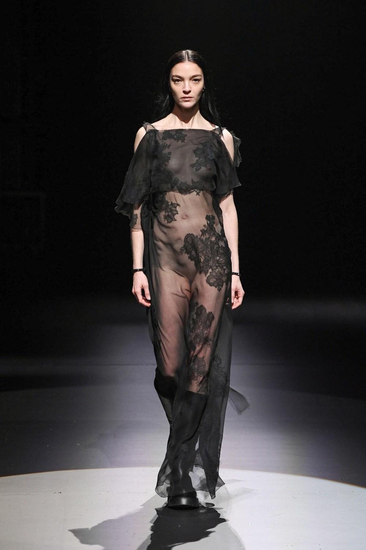 Valentino: Valentino Fall Winter 2021-22 Fashion Show Photo #18