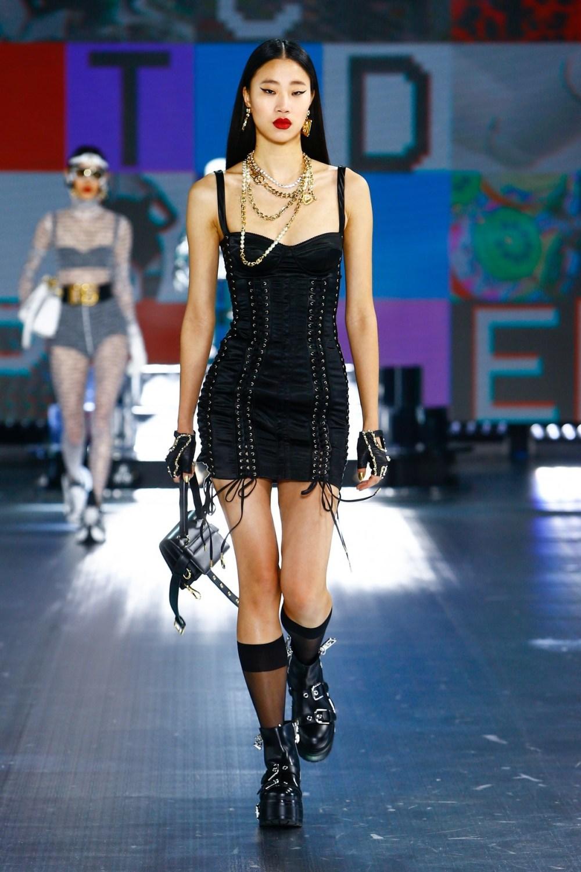 Dolce & Gabbana: Dolce & Gabbana Fall Winter 2021-22 Fashion Show Photo #25