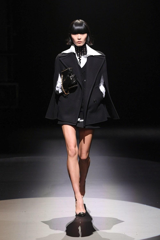 Valentino: Valentino Fall Winter 2021-22 Fashion Show Photo #1