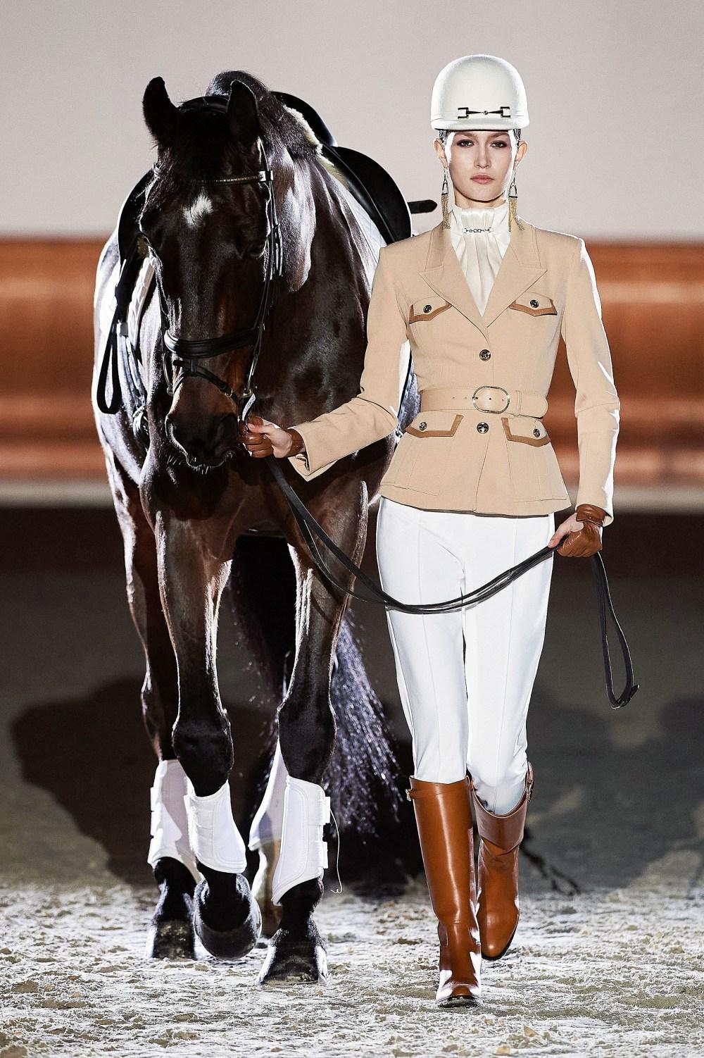Elisabetta Franchi: Elisabetta Franchi Fall Winter 2021-22 Fashion Show Photo #1