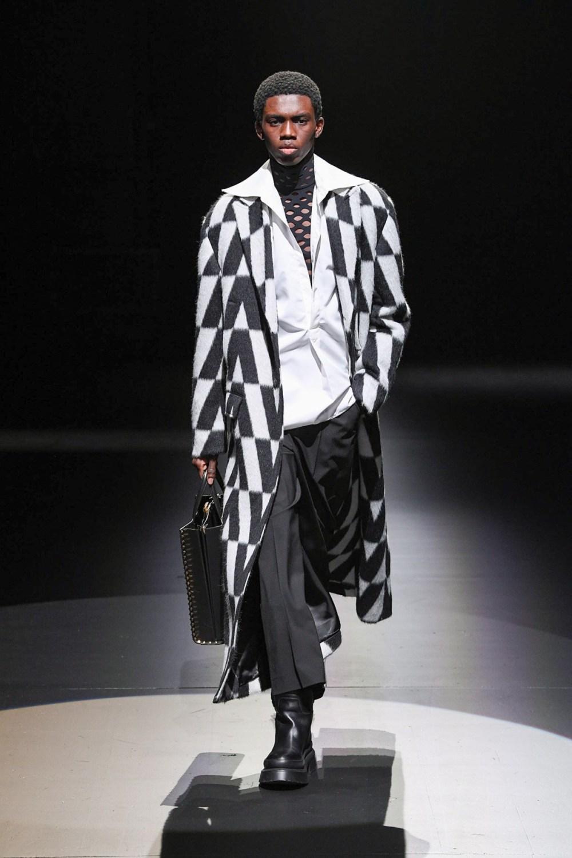 Valentino: Valentino Fall Winter 2021-22 Fashion Show Photo #41