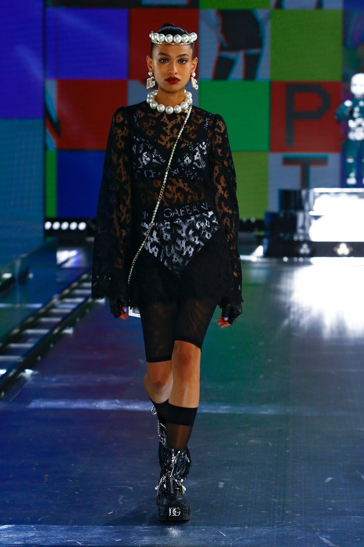 Dolce & Gabbana: Dolce & Gabbana Fall Winter 2021-22 Fashion Show Photo #45