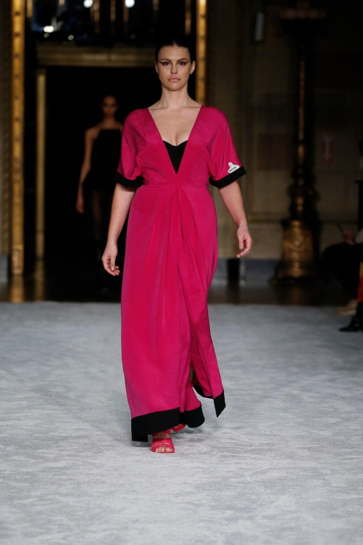 Christian Siriano: Christian Siriano Fall Winter 2021-22 Fashion Show Photo #33