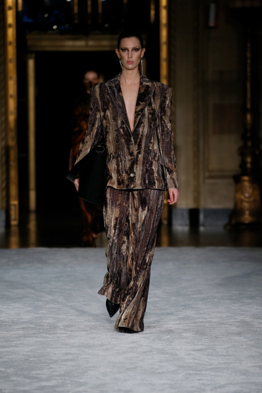 Christian Siriano: Christian Siriano Fall Winter 2021-22 Fashion Show Photo #11