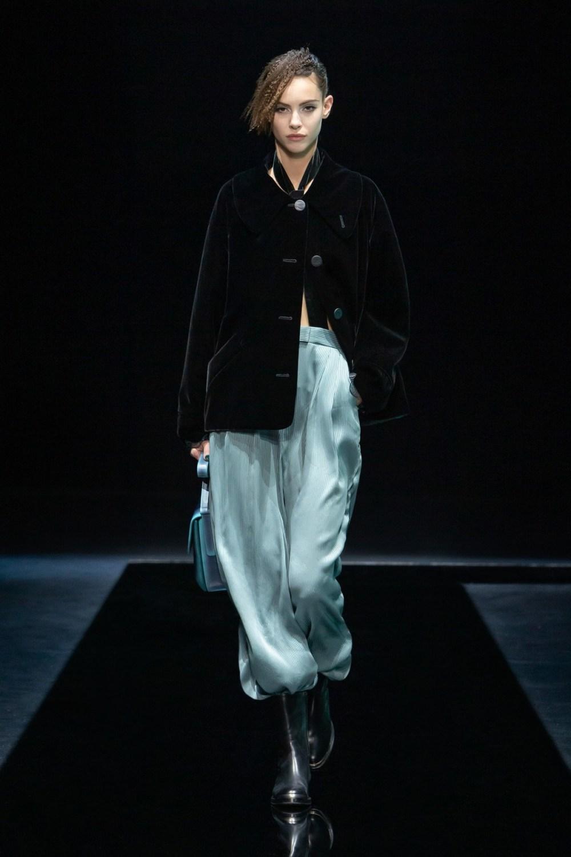 Armani: Giorgio Armani Fall Winter 2021-22 Fashion Show Photo #14