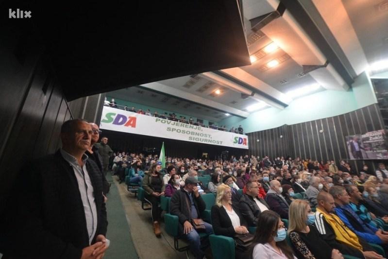 Na skupu stotine građana (Foto: SDA Srebrenik)