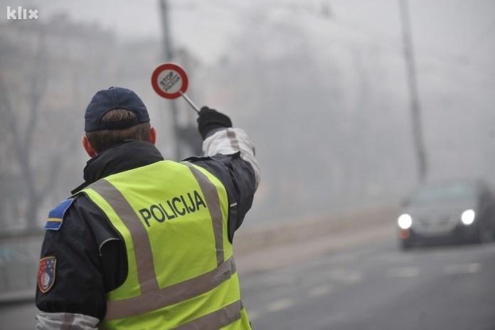 Novi način krađe vozila u Sarajevu: Nissana natovarili na šlep vozilo pa pokušali pobjeći