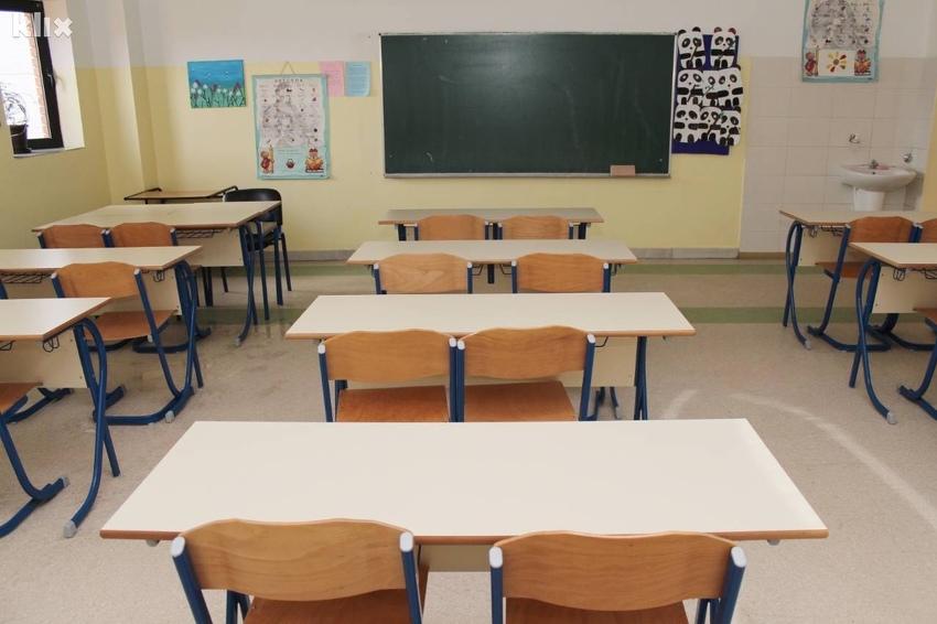 Šta očekuje školarce u septembru: Moguć i povratak online nastavi ...