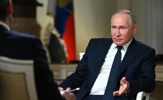 Вовремя интервью журналисту американского телеканала NBC Киру Симмонсу.