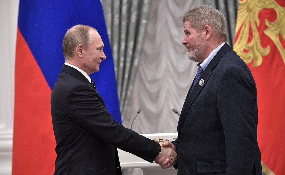 Presentation of state decorations. Mikhail Tsykunov, department head at the N.N. Priorov Central Research Institute of Traumatology and Orthopaedics, is awarded the honorary title National Doctor of the Russian Federation.