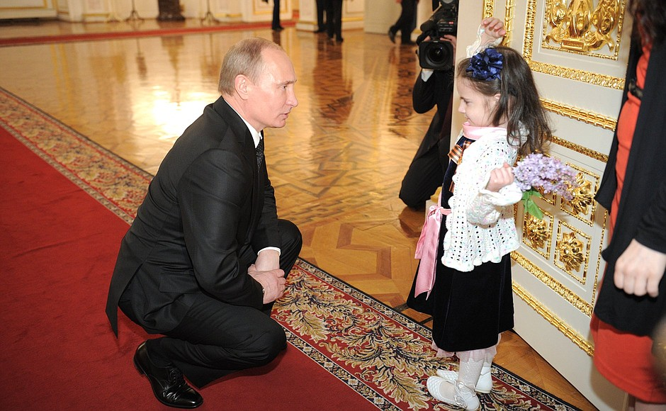 Vladimir Putin Met With A Girl Undergoing Treatment At A Childrens Oncology Centre President