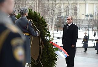 Vladimir Putin laid awreath attheTomb oftheUnknown Soldier