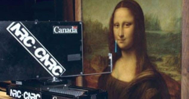 А что под портретом?