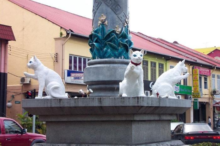 Кучинг - город кошек в Малайзии.