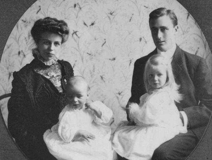 Франклин и Элеонора Рузвельт с детьми, 1908 | Фото: svoboda.org