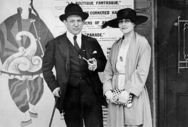 Художник с женой, 1917 | Фото: picassolive.ru