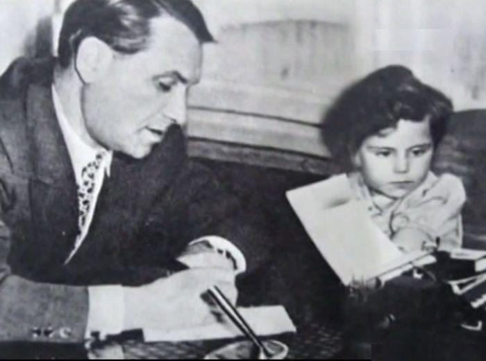 Марк Бернес с дочерью. / Фото: www.free-filmy.ru