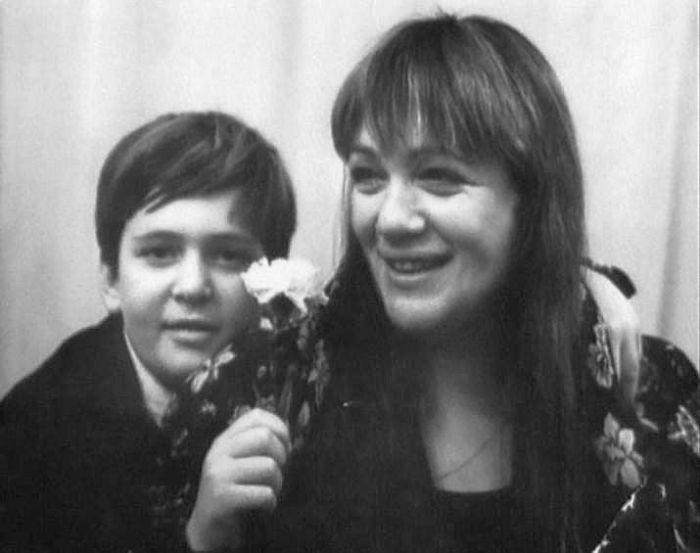 Галина Волчек с сыном. / Фото: www.vokrug.tv