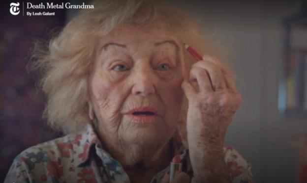 Инге в шутку говорит, что ей не нравится смотреть на свое лицо в зеркале, однако на самом деле она любит наводить красоту и та еще кокетка. /Кадр из фильма Death Metal Grandma, nytimes.com