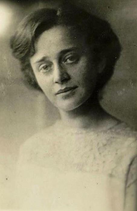 Парнок София Яковлевна (1885-1933) - София Парнок, урождённая Парнох.