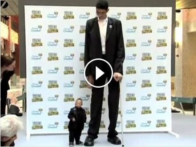 بالفيديو أقصر رجل على وجه الأرض يقابل أطول رجل في العالم