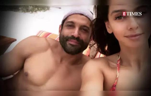 Farhan's girlfriend Shibani Dandekar looks hot in pink bikini