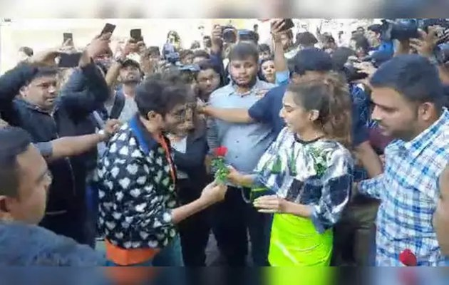 There was a huge crowd at the trailer launch of 'Love Aaj Kal' Ray Baba!