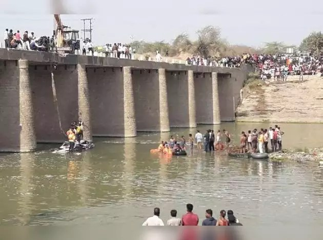Image result for నదిలోకి దూసుకెళ్లిన పెళ్లి బస్సు