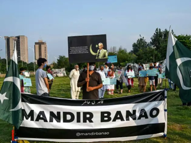 मंदिर के समर्थन में हो रहे हैं प्रदर्शन