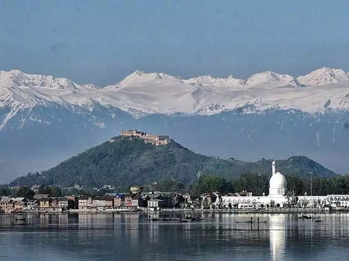 Shrinagar is a very beautiful tourist place