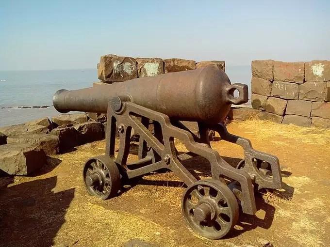-khanderi-fort-in-hindi