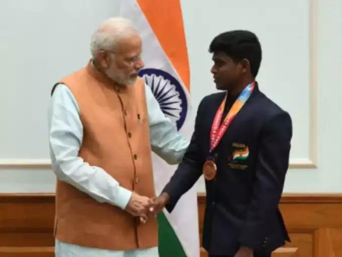 PM Modi and Thangavelu (file photo)