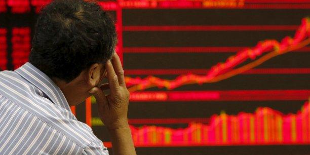 La Chine a demandé à ces intermédiaires boursiers et aux géants de fonds de s'engager à acheter des actions pour l'équivalent de plusieurs milliards d'euros, avec l'aide d'une société soutenue par l'Etat qui a promis de fournir des liquidités en quantités suffisantes.