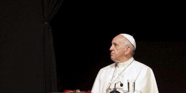 """Lors d'un discours à Santa Cruz, en Bolivie, le pape a demandé à ce que les pauvres aient accès au """"droit sacré"""" d'avoir du travail, un logement et une propriété."""