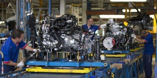 """L'Insee souligne que """"les entreprises industrielles demeurent un moteur essentiel de l'économie nationale, même si l'industrie en France connaît un lent repli""""."""