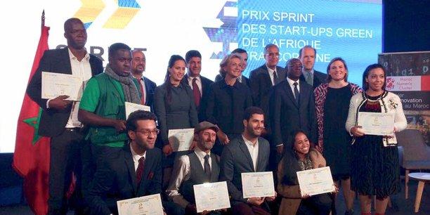 Photo des lauréats du prix Sprint 2018 en compagnie des officiels, lors de la cérémonie de remise des prix qui s'est tenue ce jeudi 1er mars au siège de la région Casablanca-Settat.