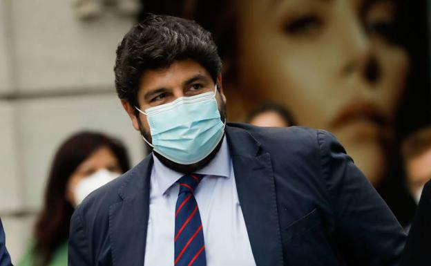 López Miras with a mask in a stock image
