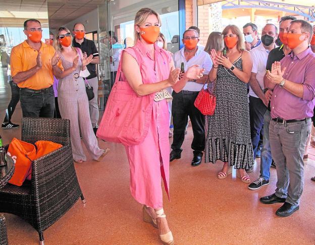 Citizens' affiliates applaud Martínez Vidal at the lunch last Saturday.