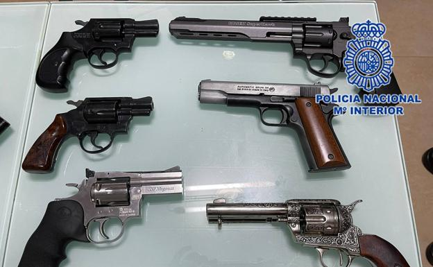 Weapons seized by the National Police.
