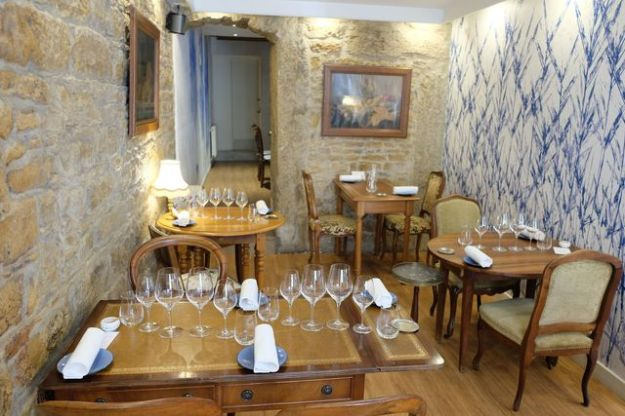 A restaurant with a bourgeois decoration, Monsieur P is a bistro where simplicity matches with high-flying gastronomy