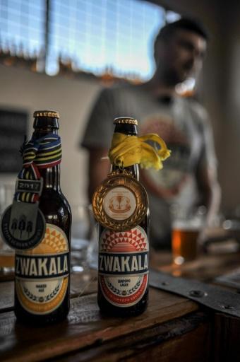 Des bouteilles de la marque Zwakala, à Haenertsburg, dans le nord de l'Afrique du sud, le 19 octobre 2017 © MUJAHID SAFODIEN AFP/Archives