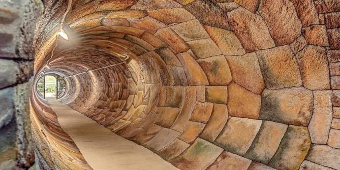 Face au Covid-19, les bunkers souterrains ont la cote - Le Point
