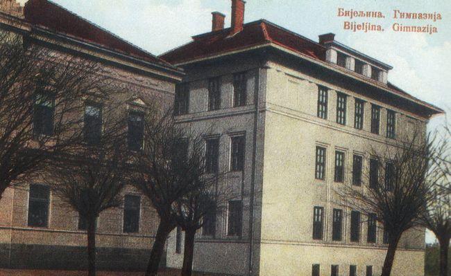 Razglednica s motivom bijeljinske gimnazije (ILUSTRACIJA: Preporod)