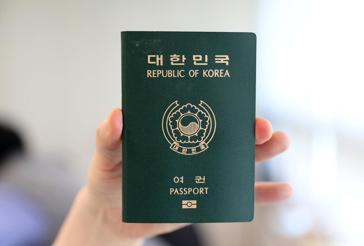 Để tiết kiệm thời gian thì khi đi xin visa đi Hàn bạn nên chuẩn bị đầy đủ các giấy tờ cần thiết