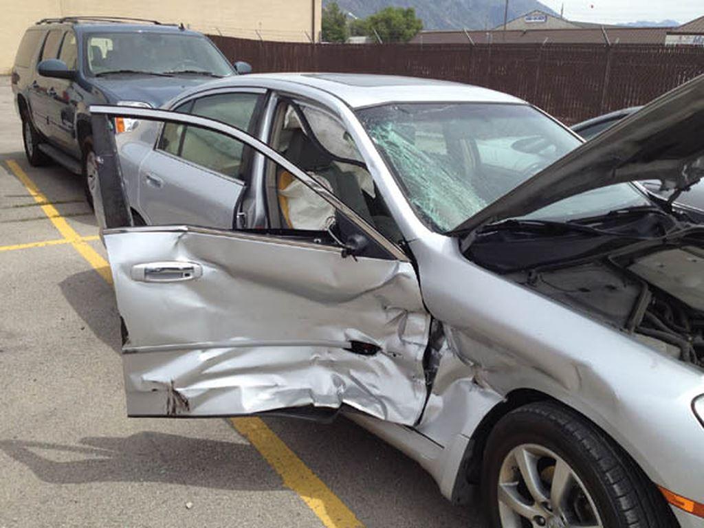 Xe bị hư hỏng do tác nhân xe thứ 3 tông vào mà chủ xe vẫn tuân thủ luật