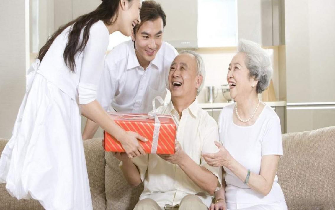 Hiện nay có những loại bảo hiểm cho những người dân già nào? Nên mua ở đâu?