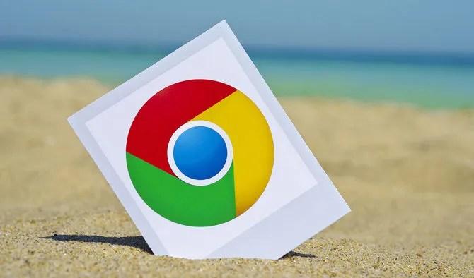 Logotipo de Chrome en la foto en la arena